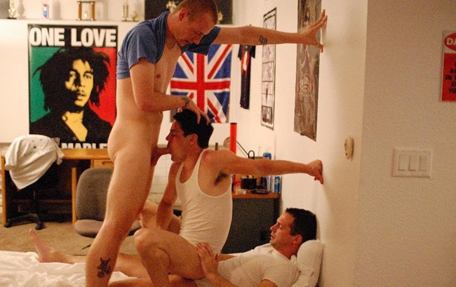 college-dudes-ride-the-cock